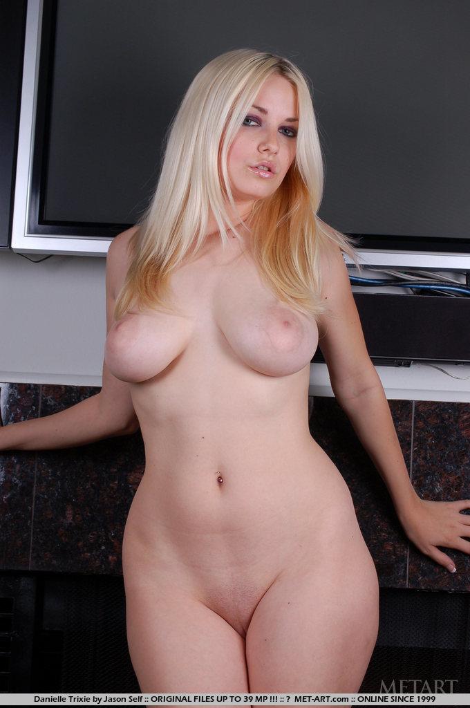 Tanned chubby big tit island girl dina - 3 3