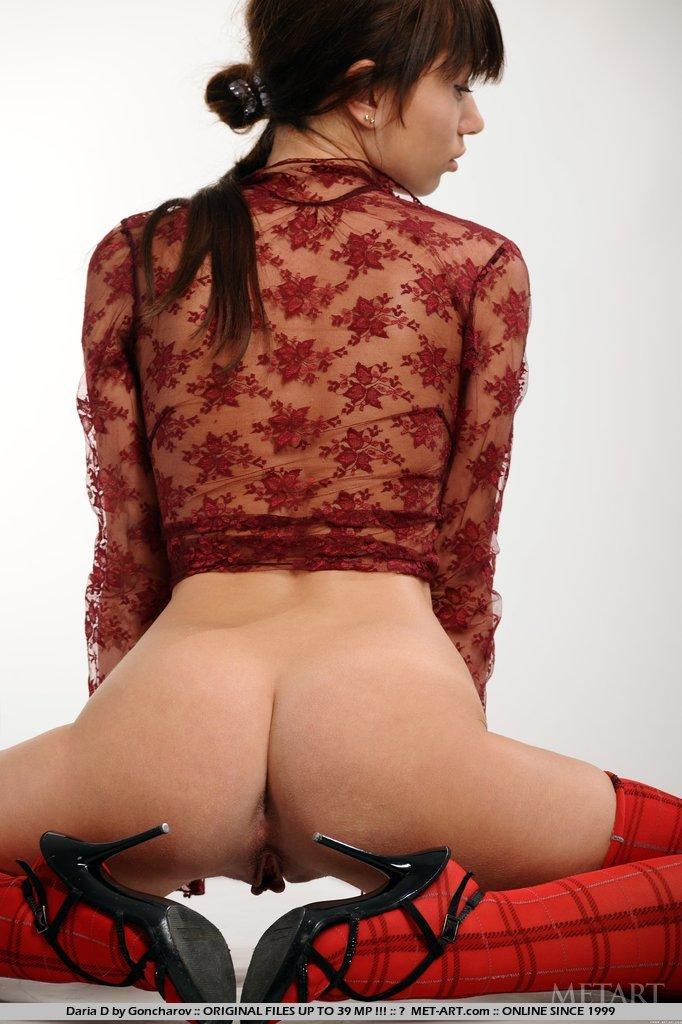 A curvey girl with a curvey ass shaking 8